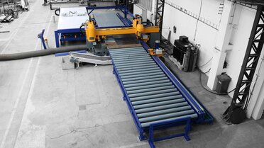 The Belgian market leader for truck lifts has invested in the DS series from MicroStep - a highly efficient, automated process line that can, among other things, provide flat material up to a size of 6,000 mm x 2,000 mm with drillings, plasma bevel cuts and markings and enables automated unloading of processed parts.