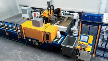 A MicroStep waterjet cutting system is loaded and unloaded by a robot. The Romanian SC Mondial SA, a subsidiary of the German Villeroy & Boch AG, a world-renowned manufacturer of sanitary technology, relies on this solution, which is offered as a package by MicroStep.